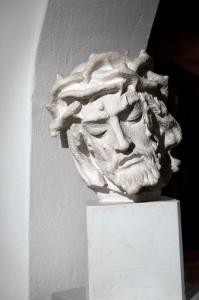 skulpturu_sale_Kristaus_galva